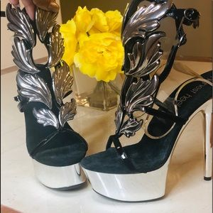 Shoes - Feathered heels